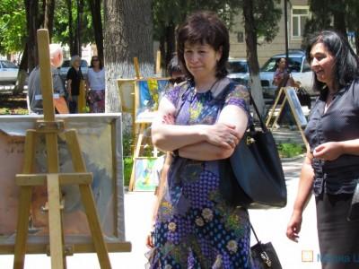 Министр образования Марина Чибирова знакомится с экспозицией